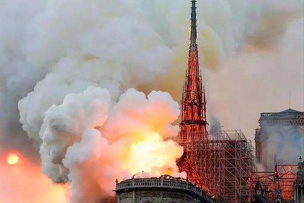 巴黎圣母院背后文化符号的力量
